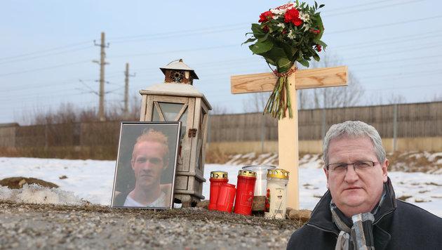 Im Graben wurde Werner M. aufgefunden, Ortschef Franz Schabetsberger (kl. Foto) will helfen. (Bild: Matthias Lauber, Daniel Scharinger)