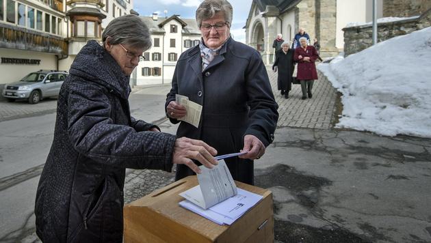 Nein zu Steuerreform, Ja zu Einbürgerungen (Bild: ASSOCIATED PRESS)