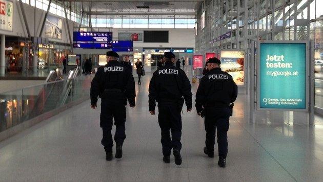 Streit zwischen Asylwerbern am Linzer Hauptbahnhof (Bild: Robert Loy (Symbolbild))