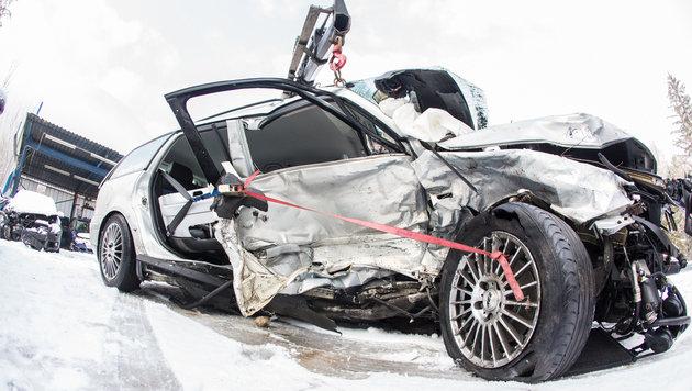 Der VW Passat des jungen Lienzers wurde komplett zerstört. (Bild: Brunner Images)