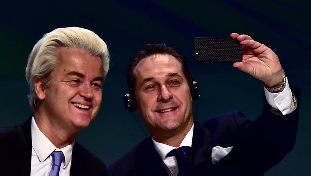 Geert Wilders zusammen mit Heinz-Christian Strache im Vorjahr in Mailand (Bild: AFP)