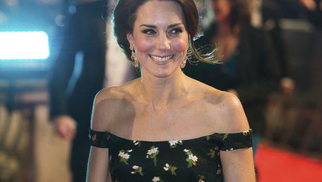 Mit einer schulterfreien Robe von Alexander McQueen war Kate der Star des Abends. (Bild: AFP)