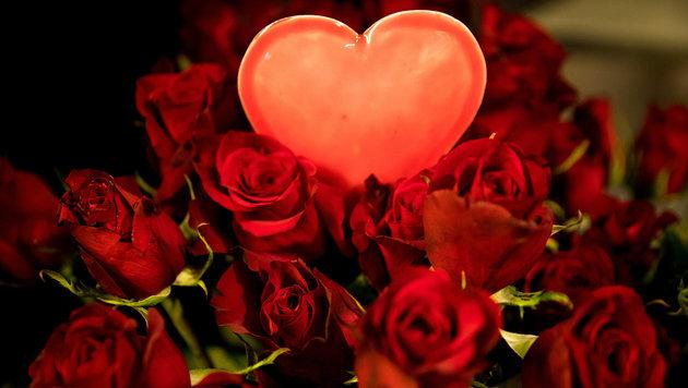 Bloß nicht vergessen:  Es ist Valentinstag! (Bild: APA/dpa/Christian Charisius (Symbolbild))