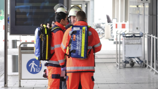 Hamburg: Erneut Feuerwehreinsatz am Flughafen (Bild: AP)