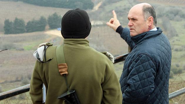 Innenminister Wolfgang Sobotka beim Lokalaugenschein an der israelischen Grenze zu Syrien (Bild: Klaus Loibnegger)