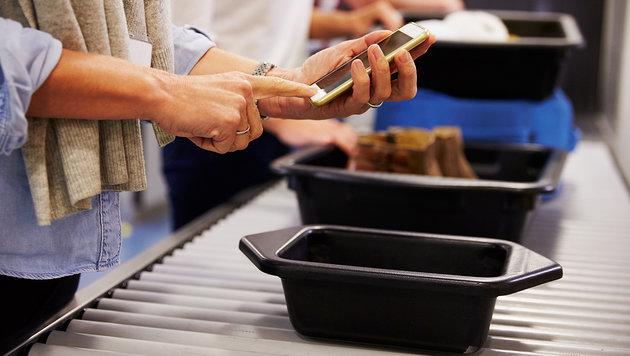 Verschärfte Handykontrollen bei USA-Reisen geplant (Bild: thinkstockphotos.de)