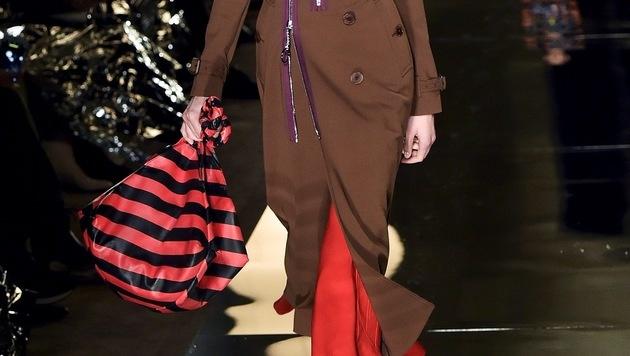 Bei Givenchy sind Streifen auf Handtaschen hoch im Kurs. (Bild: AFP)