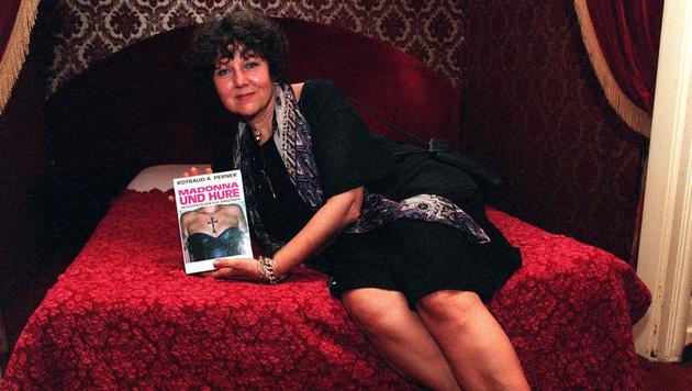 """Im Wiener Hotel Orient präsentierte Rotraud Perner 1997 ihr Buch """"Madonna und Hure"""". (Bild: APA/Herbert Pfarrhofer)"""