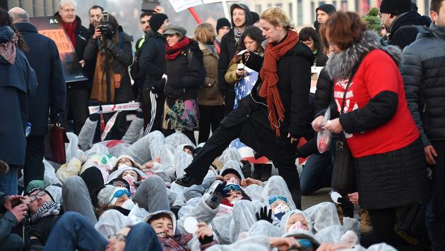 EU-Parlament winkt CETA trotz Protesten durch (Bild: AFP)