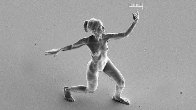 Kleinste Statue der Welt versehentlich zerdrückt (Bild: Jonty Hurwitz)