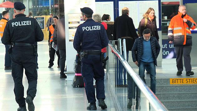 Am Linzer Hauptbahnhof wird nun noch schärfer kontrolliert: 33 Prozent mehr Amtshandlungen (Bild: Horst Einöšder)