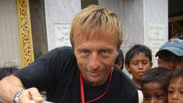 Gottfried Staufer (55) war schon bei zahlreichen Projekten, wie hier in Myanmar, im Einsatz. (Bild: Rotes Kreuz)