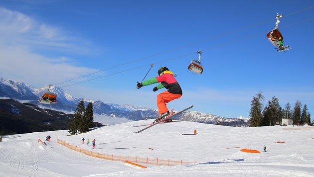 Wer vergleicht, dem kommt das Ausleihen von Skiern oder Snowboard billiger. (Bild: Marion Hörmandinger)