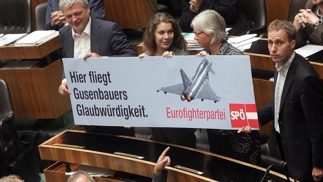 Auch politisch sorgten die Eurofighter immer wieder für Wirbel. (Bild: APA/Guenter R. Artinger)