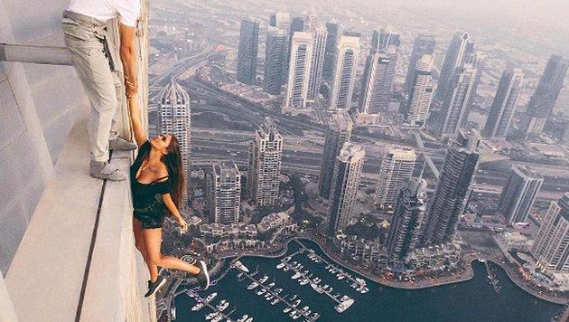 Das russische Model riskiert für ein Fotoshooting sein Leben. (Bild: instagram.com)