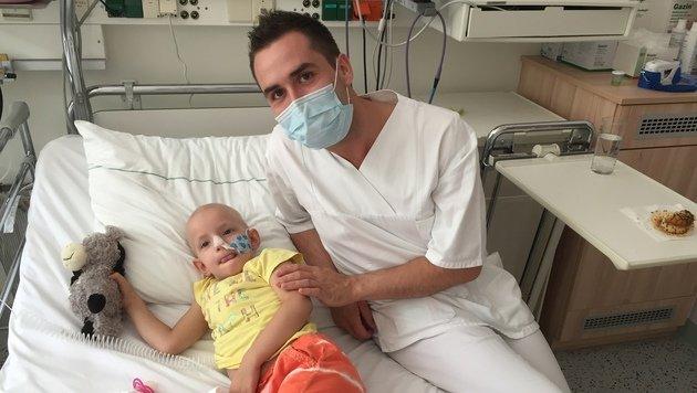 â01ESteirer mit Herzâ01C auf der Kinderkrebsstation: Marcel Resch (23) (Bild: Marcel Resch)