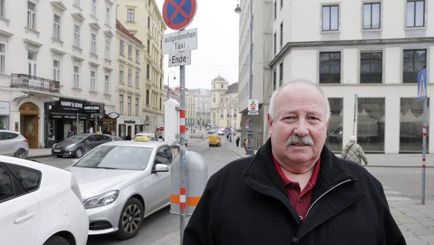 Stand 4 Minuten mit halber Länge über den Standplatz hinaus: 150 Euro Strafe für Lenker Friedrich P. (Bild: Klemens Groh)