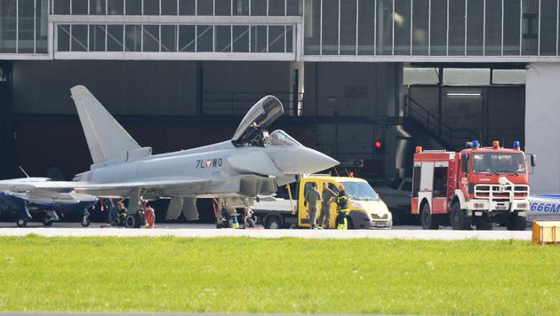 2014 musste ein Eurofighter in Innsbruck notlanden. (Bild: APA/ZEITUNGSFOTO.AT/DANIEL LIEBL)