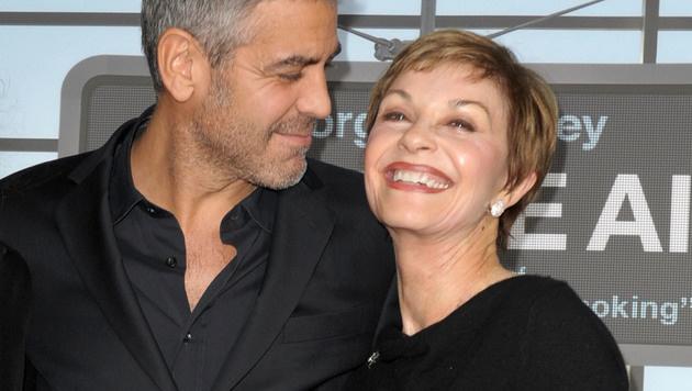 George Clooney mit seiner Mama Nina (Bild: 2009 Getty Images)