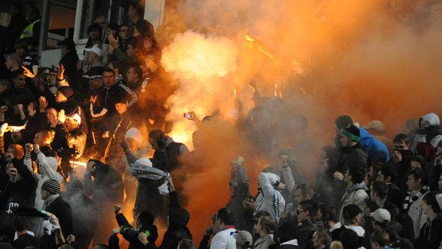 """Russische Hooligans drohen mit """"Fest der Gewalt"""" (Bild: AFP)"""