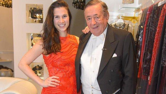 """""""The Show must go on"""": Kristina Worseg posierte gerne mit Richard Lugner. (Bild: Andreas Tischler)"""