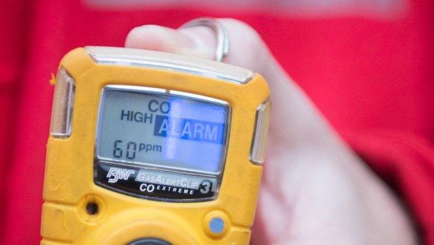 Die Kohlenmonoxid-Warner von Rotem Kreuz und Feuerwehr schlugen in Fraham an - retteten Leben (Bild: FOTOKERSCHI.AT)