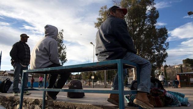Aus den USA abgeschobene Migranten im Nordwesten Mexikos (Bild: AFP)