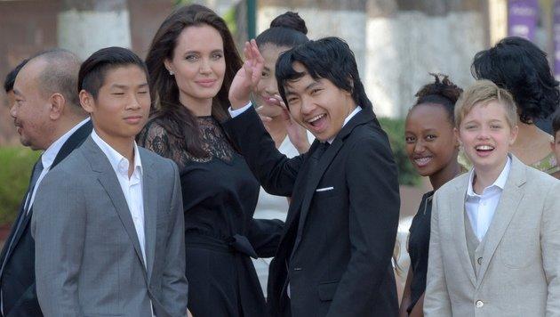 Angelina Jolie mit ihren Kindern Pax, Maddox, Zahara und Shiloh (Bild: AFP)