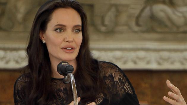 Angelina Jolie bei ihrem Besuch in Kambodscha (Bild: AP)