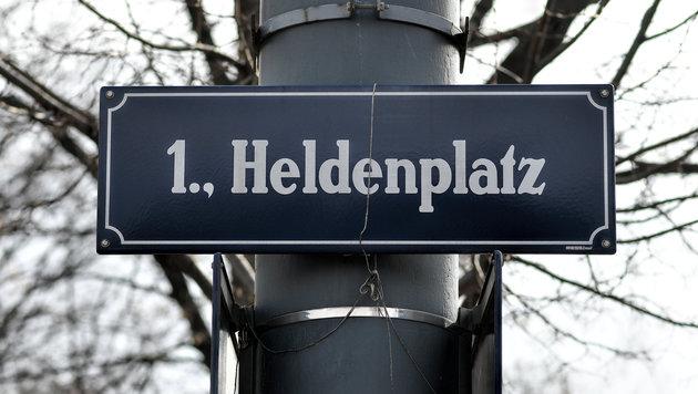 """Nach """"Bonzen-Mauer"""" jetzt auch """"Bonzen-Parkplätze"""" (Bild: APA/HERBERT NEUBAUER)"""