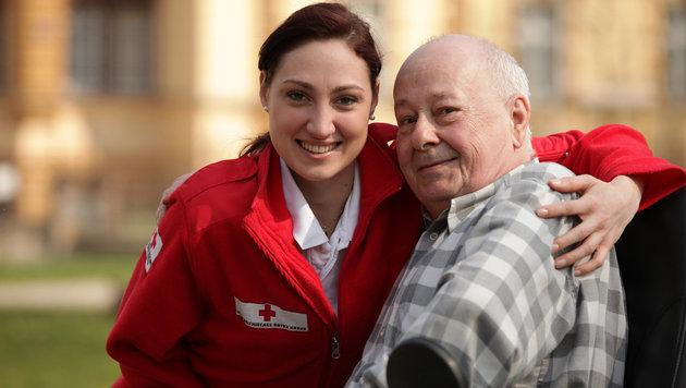 Zeit verbringen, darum gehtâ019s beim Besuchsdienst, für den das Rote Kreuz derzeit Freiwillige sucht (Bild: Rotes Kreuz)