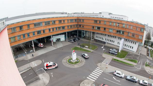 Die kleine Alessia wurde mit schweren Gehirnschäden in den Linzer MedCampus IV. gebracht. (Bild: fotokerschi e.U. Werner Kerschbaummayr, Weilling 12, 4490 St. Fl)