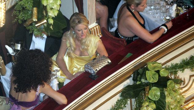 Paris Hilton und Christina Lugner in der Opernball-Loge (Bild: AP)