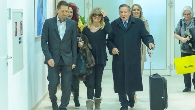 Richard Lugner ist schon kurz nach ihrer Ankunft begeistert von Goldie Hawn. (Bild: Viennareport)