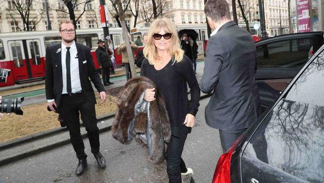 Goldie Hawn bei ihrer Ankunft vor dem Wiener Grand Hotel (Bild: Starpix/ Alexander TUMA)