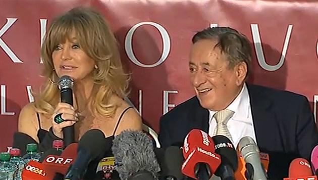 Goldie Hawn und Richard Lugner bei der Pressekonferenz in der Lugner City (Bild: APA)