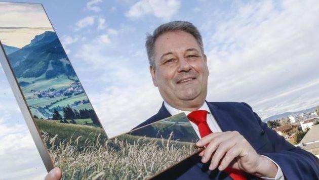 Minister Andrä Rupprechter auf Besuch bei der â01ESalzburg Kroneâ01C: Ein â01ELâ01C wie Landwirtschaft. (Bild: Markus Tschepp)