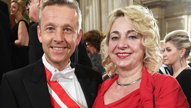 Reinhold Lopatka mit Ehefrau Franziska (Bild: APA/HELMUT FOHRINGER)