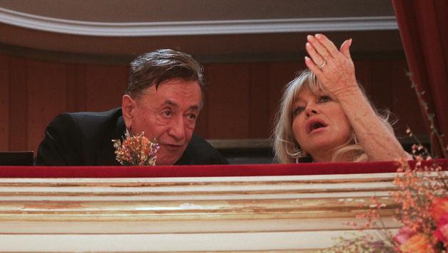 Goldie Hawn mit Richard Lugner in der Loge (Bild: APA/GEORG HOCHMUTH)