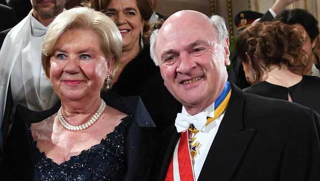 Erwin Pröll mit seiner Ehefrau Elisabeth (Bild: APA/HELMUT FOHRINGER)