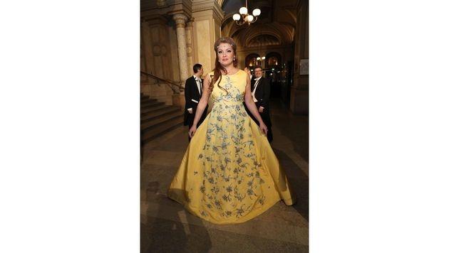 Anna Netrebko trug eine gelbe Robe von Oscar de la Renta. (Bild: Starpix/Alexander TUMA)