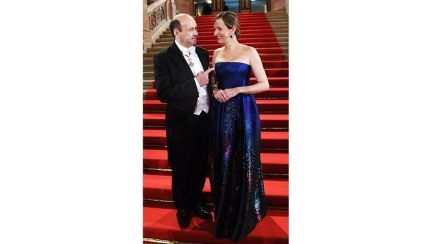 Dominique Meyer mit Maria Großbauer (Bild: APA/HELMUT FOHRINGER)
