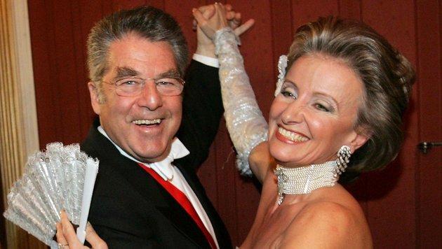 Elisabeth Gürtler mit dem mittlerweile ehemaligen Bundespräsidenten Heinz Fischer (Bild: APA/BUNDESHEER/TATIC)