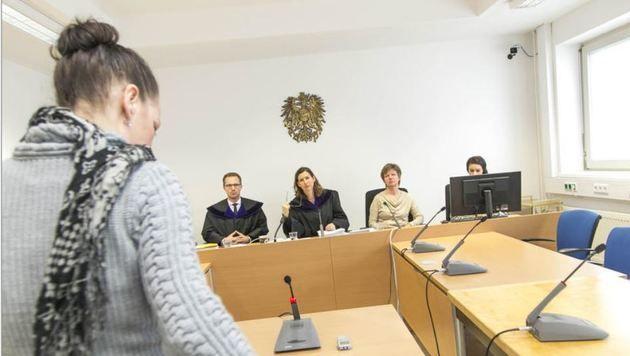 Die Angeklagte vor dem Richtersenat (Bild: Wildbild)