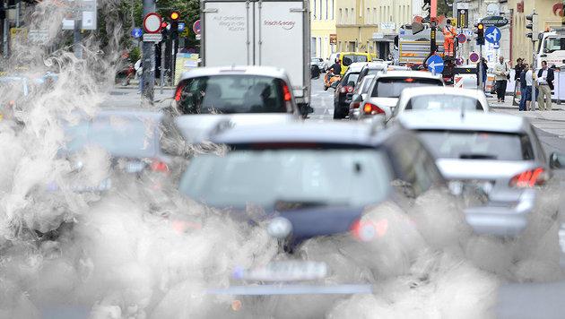 Grüne planen Fahrverbot für fast jedes zweite Auto (Bild: APA/HELMUT FOHRINGER, thinkstockphotos.de)