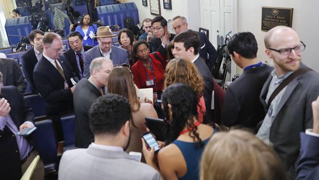Reporter im Weißen Haus (Bild: AP)