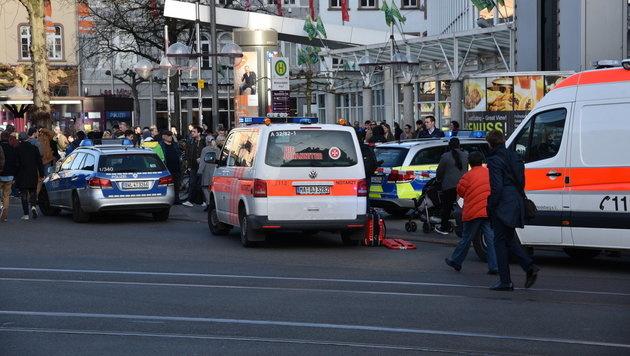 D: Ein Toter bei Amokfahrt, Täter angeschossen (Bild: APA/PR-Video/R. Priebe)