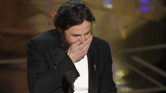 Casey Affleck konnte es nicht glauben, dass er mit einem Oscar ausgezeichnet worden ist. (Bild: Chris Pizzello/Invision/AP)