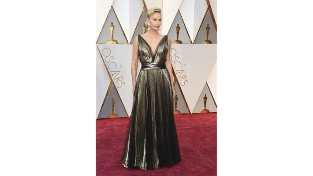 Wow! Charlize Theron sah in ihrer Dior-Robe aus wie eine Göttin! (Bild: Jordan Strauss/Invision/AP)