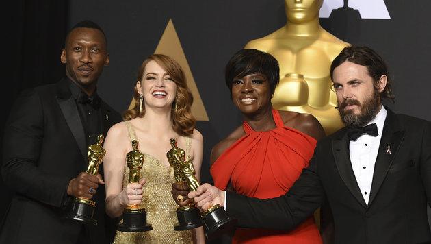 Casey Affleck mit Mahershala Ali, Emma Stone und Viola Davis (Bild: Jordan Strauss/Invision/AP)